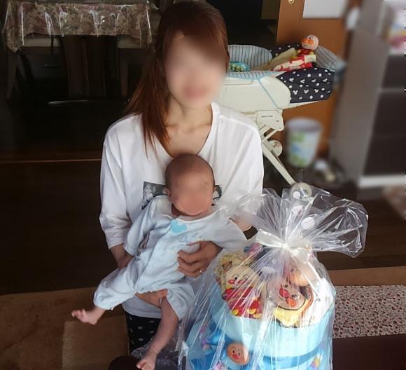 出産祝いにおむつケーキのプレゼント