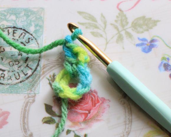 輪の中に長編みと鎖編み