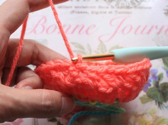 鎖編みの3目めに引き抜く