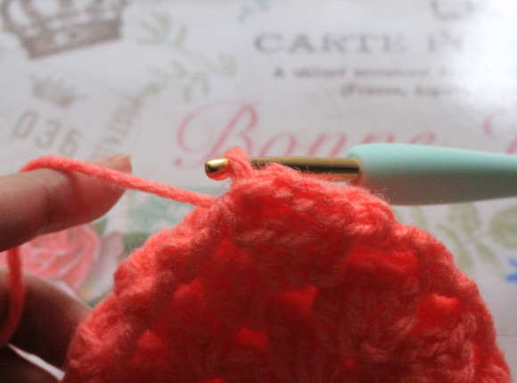 開いた穴を被せて引き抜き編み