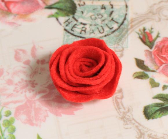 フェルトの薔薇