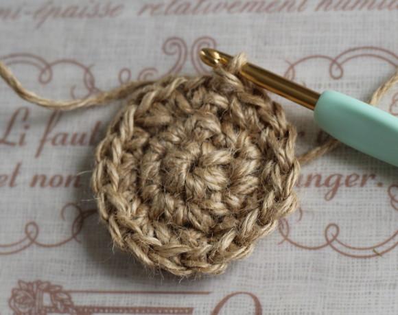 鎖編み1で立ち上げ18目編む