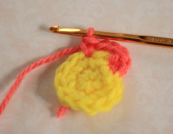 くさり編み3目編んだら1目スキップして2つ目に細編み